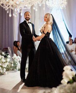 New Gothic Black Wedding Dresses 2021 Sexy Off Shoulder Sparkly Sequins Lace Appliqued Vintage Bridal Gowns Long Train Retro Winter Dress