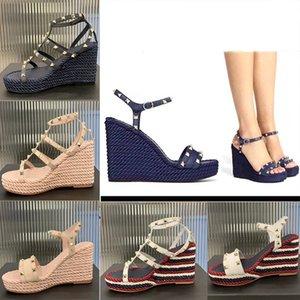 Женщины заклепки сандалии на высоких каблуках клина дизайнерские сандалии летние моды дамы сексуальные туфли свадьба обувь 255
