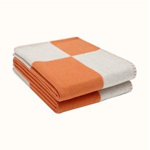2021 H Letra Cashmere Designer Manta Soft Wool Bufanda Mantón Portátil Cálido Tela Escocés Sofá cama Fleece Punto Tiro Manta 140 * 170 cm