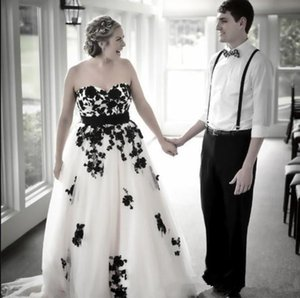 2021 Vintage Gothic Black and White Wedding Dress Sweetheart Open Back Lace-up Lace Appliqued Tulle Bridal Gowns