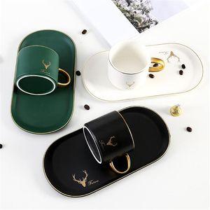 Seramik Kahve Kupa Set Beyaz Siyah Yeşil Kırmızı Kahve Fincanı Tatlı Plaka Kitleri Anne Ve Baba için En Iyi Hediye