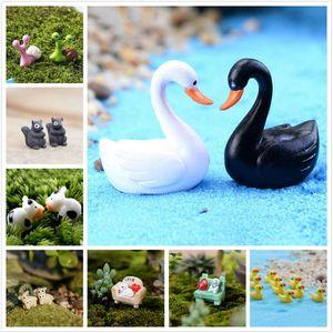 2 unids / set Mini ganso modelo Miniatura animal Swan Figurine Ornament Swan Figurine Statue Fairy Garden Ornaments Artesanía Decoración para el hogar C0220