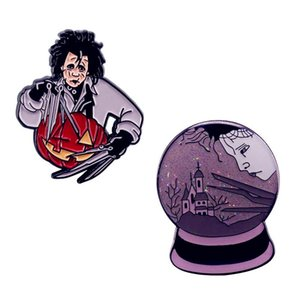 Edward مقص الأيدي بروش Rreepy Carver Sad Castle Snow Globe Glitter Crystal Ball Enamel Pins مجموعة