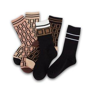 Kadın Çorap Klasik Renk Moda Mektup Desen Çorap Orta Çorap Casual Bayan İç Çanbul