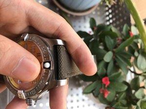 시계 슬리퍼 남성 남성 노란색 2021 자동 스테인리스 캘린더 강철 접이식 트리플 버클 다이얼 기계식 고급 디자이너