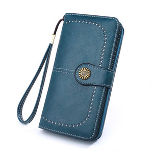 Korean version of women's purse 2021 new oil wax leather retro long zipper mobile phone with oil leather clutch bag