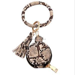 Key Chain Bracelet PU Leather Tassels Bracelets Keychain Wristlet Bluetooth Headset Storage Box Makeup Bag With Mirror Earphone Bag FWC6344