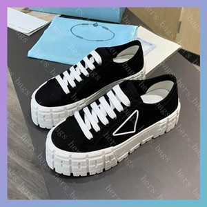 Womens Nylon Low Tops Sneakers Lady Fashion Casual Luxurys Designers Shoes Triple Black White Canvas Platform Women Party Trainer New