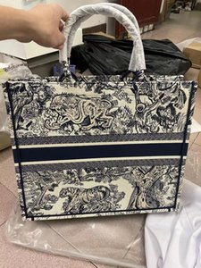 Supporto Nome personalizzato Ampio volume Borsa a mano Parigino Designer Shopping Bag Fashion Vintage Styet Style Canvas Headmbroided Pattern