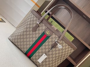 Gucci Luxury Designer high quality Shoulder Bag tote Genuine Leather marmont Womens men Crossbody Bags handbags Wallet Handbag totes GG Purs