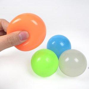 Karanlıkta Glow Yapışkan Tavan Topları Gereklik Topları Yetişkinler ve Çocuklar için Glow Çubuk Topları Çocuklar Parti Malzemeleri için FWB5004