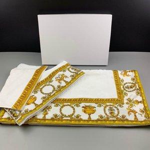 Sell European and American style 5A quality popular Baroque jacquard towel fashion Bath Supplies men women Bath Towel 100% cotton No Box