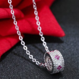 New Korean Version of the Transfer Beads Micro-inlaid Circle Clavicle Necklace Zircon Four-leaf Clover Zircon Pendant Female Jewelry