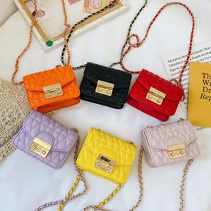 مصمم الاطفال حقيبة 2021 جديد بنات رسول حقيبة الأطفال الماس شعرية المعادن سلسلة حقيبة الفاخرة النساء البسيطة حقيبة مربع A6008
