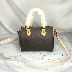 M61252 سيدة فاخرة نانو سبيدي حمل المحفظة الكتف crossbody مصغرة وسادة اليد حقائب محفظة المرأة مصمم برميل الشكل