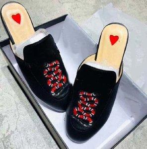 2021 بيع جيدا الكلاسيكية النساء أزياء شاطئ سميكة أسفل الأبجدية سيدة الصنادل الجلدية الأحذية 60 01