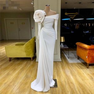 2021 Couture Fashion Off White Prom Dresses Off the Shoulder Long Sleeve Evening Dress with Handmade Flowers Arabic Formal Gowns