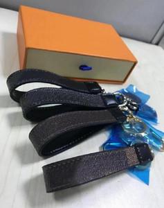 2021 Großhandel 8 Farbe Schlüsselanhänger Buchstaben echtem Mode Leder Auto Mode Schlüsselanhänger Ring Hängende Seile Schöne Brieftasche Kette Gürtelbox