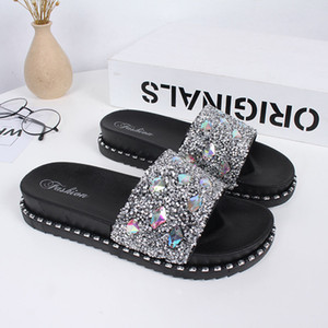 Ladies Flat Shoes Shiny Crystal Decoration Beach Flip Flops Slippers Ladies Summer Sandals Cool shoes in three colors nice