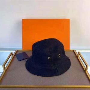 Mens Womens Cap Tasarımcılar Stingy Brim Şapka Çifte Giyim Harflerle Plaj Şapkalar Nefes Donatılmış Unisex Dört Sezon Caps Kova Şapka