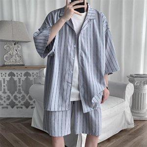 Homens do verão Conjunto de camisas e shorts Lightweight Tecido Tecido Listrado Meia Manga Elástico Knee-Comprimento Supersize Vestuário