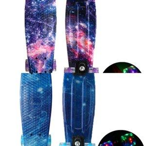 22 polegadas skate piscando luz mini cruzador skate quatro rodas plástico starry céu galáxia impresso rua longboard ao ar livre l0308