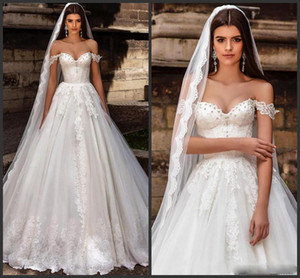 2021 Elegant Off The Shoulder Lace A Line Wedding Dresses Crystals Beaded Tulle Applique SweepTrain Country Garden Wedding Bridal Gowns
