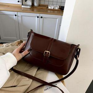 На новой маленькой сумке женщины мода мода ретро дикий маленький квадратный мешок 2021 осенью и зима новый плечевой мессенджер