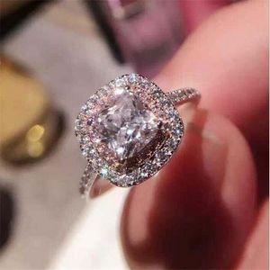 2021 Top Frauen Ehering Ring Luxus Schmuck Funkelnde Real 925 Sterling Silber Kissen Form Weiß Topas CZ Diamant Moissanite Edelsteine Verlobungsband Ringe Geschenk