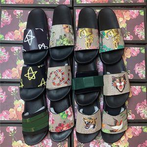 2021 Yeni Erkek Kadın Luxurys Tasarımcılar Terlik Ayakkabı Baskı Slayt Yaz Geniş Düz Bayan Sandalet Kara Toz Çanta 35-45