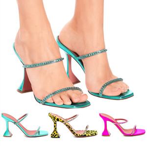 2021 NOUVEAU 2021Women Strange Heel Pantoufles Square Open Toe Sandales d'été Sandales de marque Designeur de marque Diapositives extérieures Sexy Mules Crystal Chaussures Femme35-42 KD