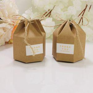 100 pz Creative Kraft Paper Candy Regalo Scatole regalo Lantern Hexagon Forme di nozze Bomboniere Cake Regalo Confezione Boxes Drages Borse Borse