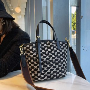 Female 2021 New Net Red Same Foreign Style Women's Large Capacity Commuter Tote Bag Single Shoulder Handbag