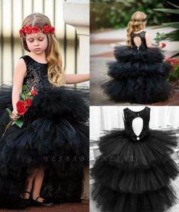 Ruched Ruffles Tulle Short Black Flower Girl Robes 2021 Nouveau Mariages gothiques Fille Pageant Guiche de fête Joyau Col Keyhole Back BC5590