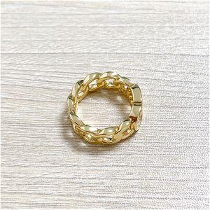 Fabricante de alta calidad 2020 Nuevo anillo de bodas de cobre torcido CD de oro para mujeres de moda simple amor bohemio joyería para mujeres con bo