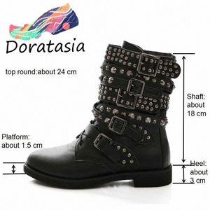 Большой размер 43 Женщины Ковбойские Сапоги Панк Стиль Заклепки Обувь Женщина Два вида Зарубежные Боевые Езда Мотоцикл Boots Boots Западные ботинки D4DG #