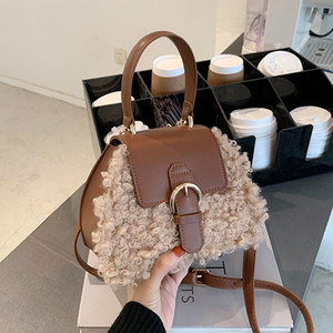 Small Folla Design Maomao Bag Femmina 2021 Autunno / Inverno New Fashion Versatile Web Celebrity Handbag Peluche One-Shoulder Cross-Bod