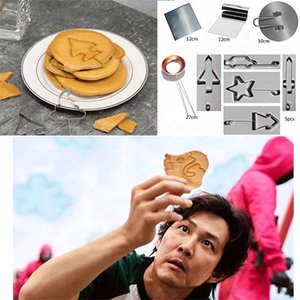 Squid game cartoon triangle five-star round biscuit mold baking set household icing biscuits grinder