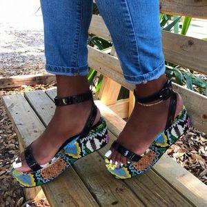 Mhyons Женщины открытыми носкими сандалиями женская пряжка ремешка змея печать женщина обувь повседневная платформа женский комфорт пляжные сандалии летом P9LW #