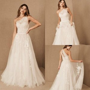 2021 Beach Wedding Dresses A Line One Shoulder Sweep Train Bridal Gowns With Lace Applique Tulle Backless Wedding Gowns