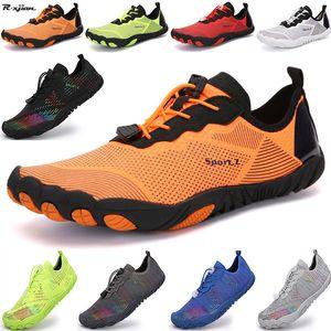 Hommes et femmes Barefoot Sports Sports Eau Chaussures d'eau extérieure Séchage rapide Respirant Beach Grand taille Chaussures Couple Wading Chaussures 210301