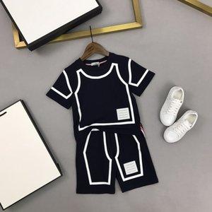 Tasarımcı Çocuklar Marka Setleri T Shirt + Şort 2pics Pamuk Suits Çocuk Giyim Erkek T Shirt Klasik Yumuşak T Gömlek Erkek Şort Siyah Renk Boyutu 100-150