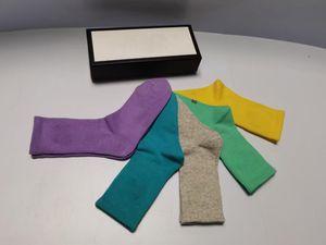 2021 Top Classic Letter Meias Mulheres Sock Casual Mens 100% Algodão Candy Color Impresso 5 pares / caixa Bordado Atacado