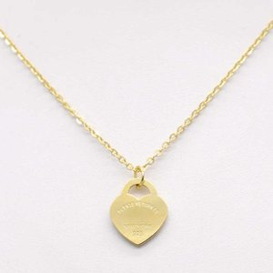 Сердце из нержавеющей стали Сердце ожерелье T Семейное шею цепь короткие женские ювелирные изделия 18K золотая сталь одно персиковое сердце ожерелье