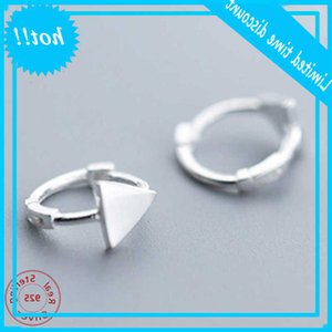 1 par de la moda Triángulo Unisex Punk Rock 925 Sterling Silver Men Women Stud Pendientes Pierced Push-Back Ear Placer