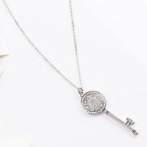 Luxurys Designers Fashion Dz040 zircon hollowed out Chinese style full diamond women's gold-plated small key long popular Pendant