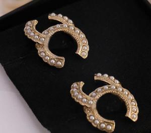 2021 Venta caliente Pendiente de perno de calidad superior con perla para mujeres Regalo de joyería de boda con caja Envío gratis PS3703
