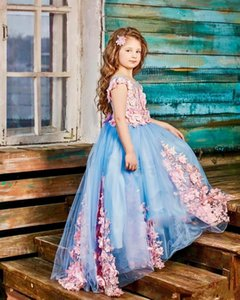 2021 Cute Light Blue Girls Pageant Dresses Jewel Neck Illusion Cap Sleeves Pink Lace Appliques 3D Floral Flowers Sweep Train Kids Flower Girl Birthday Gowns