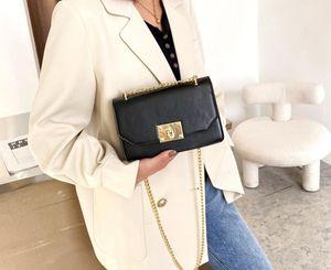 새로운 작은 가방 여성 2021 봄 새로운 트렌디 한 한국어 질감 메신저 가방 체인 어깨 가방 패션 작은 광장