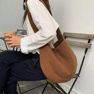 2020 Mabula otoño hecho a mano hombro tejido bolsas de hombro suave algodón medio círculo diseño simple tejido bolso de mano grande Color sólido